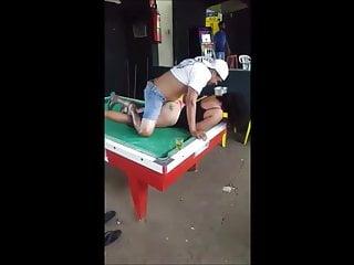 sexo en la mesa de billar