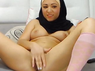 kopftuch tuerkin masturbiert vor der webcamPorn Videos