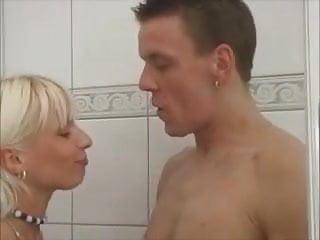 Soni beim duschen - 2 part 3