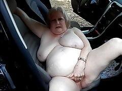 Pisi mániás mutogatós nagymama