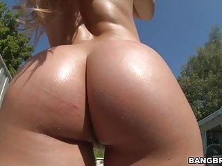 Nice big ass Nicole Aniston takes huge cock