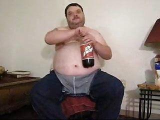 Fat ass eats pizza...
