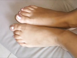 Noulita moves her sexy (size 37) feet, part 15