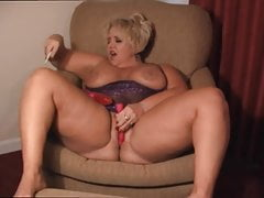 Mature BBW cumming like a Queen