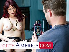 Naughty America - Jessica Ryan wants to fuck the pool boy