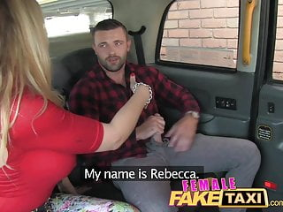 FemaleFakeTaxi Welsh lad ottiene una dolce sorpresa