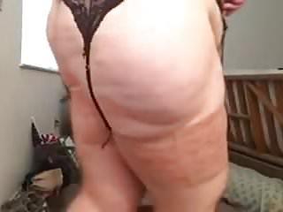 BBW rubbing Pussy
