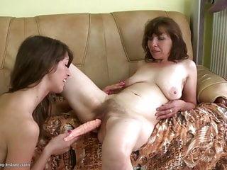Le mamme spudorate scopano le ragazze