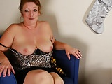 Mature slut mom spanking ass and feeding pussy