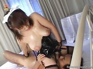 豐滿日本女朋友接收一個熱臉部