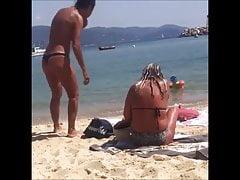 Voyeur a la plage (105) - MILF topless thong beach