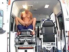 Ein Traum wird wahr, genialer Bums im Krankenwagen