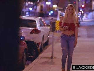 Poriadne divoká blondínka trtká s černochom