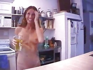 Milf Brunette Tits video: Peeing on kitchentable and drinking it
