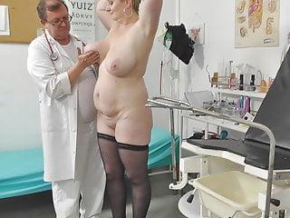 Voyeur doctor secretly films chubby mommy on her...
