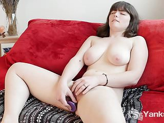 Busty Yanks Raven Snow Fingers Her Fabulous Hairy Snatch