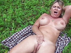 slut diane masturbating outdoorfree full porn