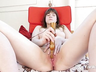 Yanks Cutie Rae Masturbating To Orgasm