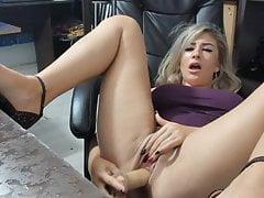 Perverz román anyuka bepisilt a maszturbálás közben