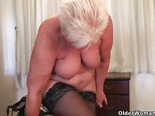 Quando la nonna torna a casa le mutande scendono