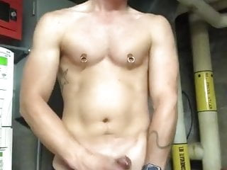 worker show off