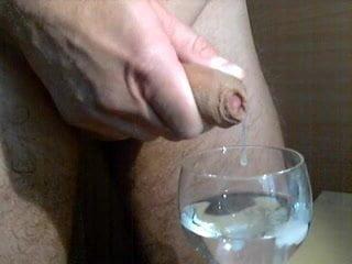 Sperma glas voll Sperma stinkt/riecht