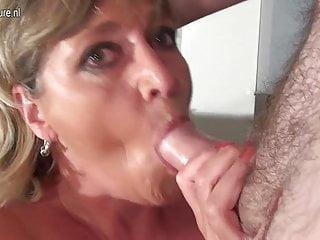 La nonna dai grossi seni Monieka si sporca di nuovo