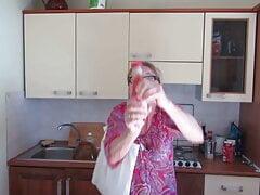 She is presenting MUTTI Pomodoro San Marzano