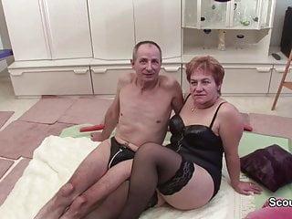 Oma und opa beim um rente aufzubessern...