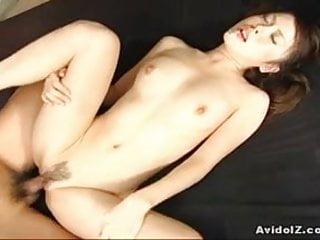 Yuri Kousaka奶操和體內射精