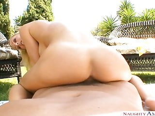 Naughty America Wife Holly Sampson fucking in the backyard