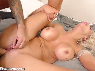 Super Hot Stepmom Ottiene alcuni Dick