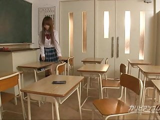 可愛的學校女孩手淫與錄音機和暨