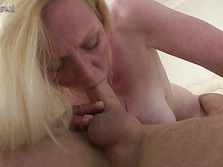 Calda madre britannica e il suo giovane amante