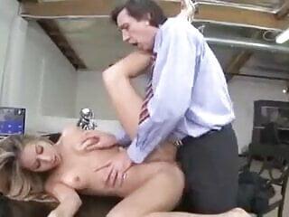 Loira anal com gozada na cara.