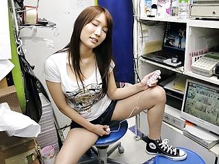 Japanese teen brunette, Mikuni Maisaki is masturbating at wo