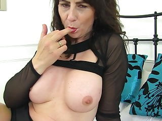 Mom hungry pussy...
