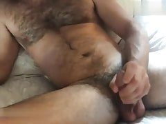 Hairy chest daddy pulling off his dick on cam