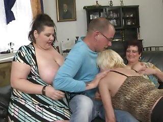 De tre mogna kvinnorna och styvsonen