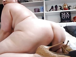 Busty ass masturbates...