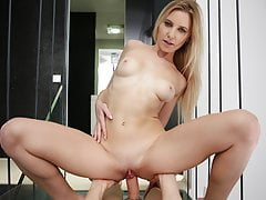 Attention whore Amber services stepdaddy's cock