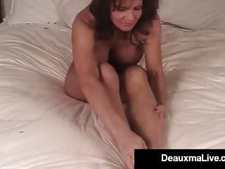 Deauxma shows off toes feet amp soles nude...