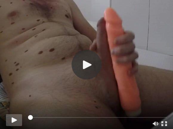 Mi masturbo il mio cazzo con Dildo !!!