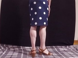 Transvestite in cute sandals revealing sexy ass...