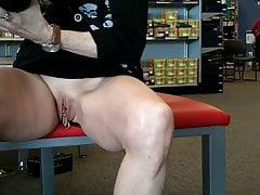 Upskirt In Shoestore