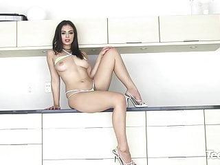 Charli xcx nude fake...