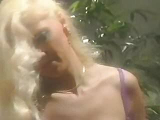 Nude janette rauch Melissa Rauch