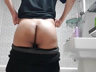 Korean youngman showing his ass...
