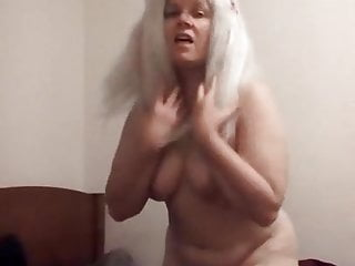 Sexy blonde shakes her nude...