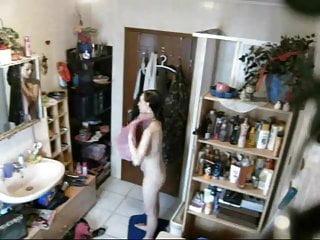 Hiddencam Michelle18 takes a shower !